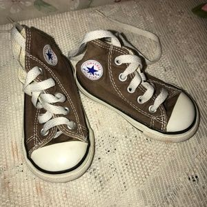 Converse Shoes - Baby High Top Converse Chucks Shoes sz 4